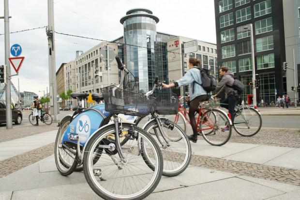 Warten auf Mitfahrer: Nextbike-Räder am Johannisplatz. Foto: Ralf Julke
