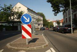 Mittelinsel auf der Oberdorfstraße in Höhe Zuckelhäuser Straße. Foto: Ralf Julke