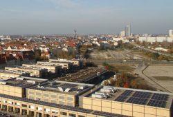 Blick über Leipzig mit der Schneise des Vorgeländes des Bayrischen Bahnhofs. Foto: Matthias Weidemann