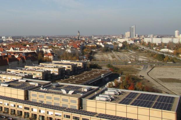 Blick über Leipzig mit der Schneise des Vorgeländes des Bayrischen Bahnhofs. Foto: Matthias Weidemann (Archiv)