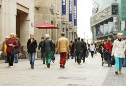 Passanten in der Leipziger Petersstraße. Foto: Ralf Julke