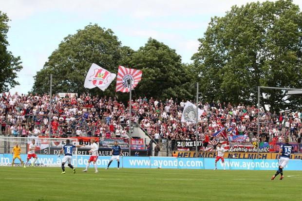 Über 600 RBL-Fans sind mitgereist. Foto: GEPA-Pictures