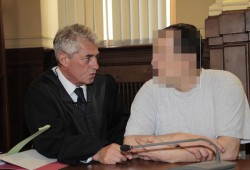 Verteidiger Stephan Bonell mit Altenheim-Mörder Silvio T. vor der Urteilsverkündung. Foto: Martin Schöler