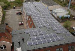 Die Solaranalage auf dem Ludwig-Hupfeld-Center. Foto: Martin Pieske