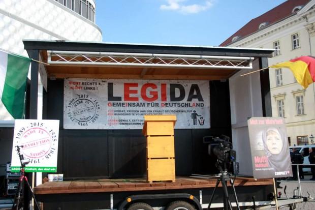 Fast schon Routine. Die Bühne steht, 19 Uhr möchte man beginnen. Foto: L-IZ.de