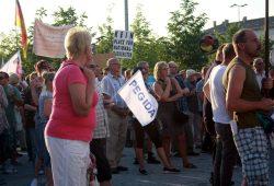 Eher die Großeltern mit Pegidafahne. Foto: L-IZ.de