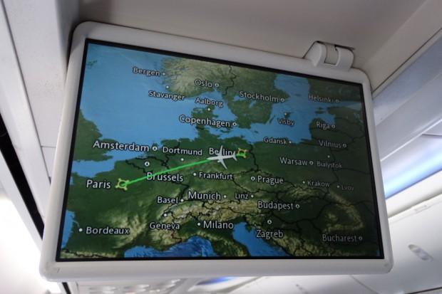 Monitor der Boing 737. Unser Ziel: Paris. Foto: Patrick Kulow
