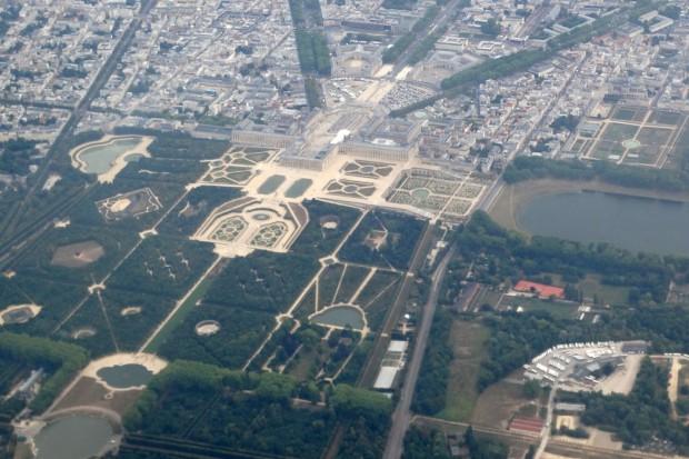Louis Quatorze's Versailler Prachtschloss mit seinen ausgedehnten Schloss- und Parkanlagen aus der Luft. Foto: Patrick Kulow