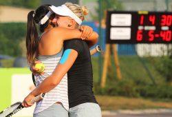 Siegesjubel: Priscilla Hon (AUS/ li.) und Jil Teichmann (SUI) freuen sich über ihren 6:1-/ 6:4-Sieg im ITF-Doppel-Finale gegen Pia König (AUT)/ Conny Perrin (SUI). Foto: Jan Kaefer