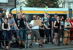Diesmal nicht sexuell gemeint. Gefordert wurde: Hupen gegen Legida. Foto: L-IZ.de