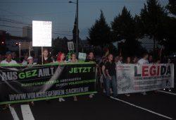 Mal wieder unterwegs. Parolen zusammengefasst: Gegen den Islam, gegen die GEZ und für Deutschland. Foto: L-IZ.de