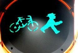 Bekloppt rumstehen an Ampeln - selbst wenn man von frei laufenden Fahrrädern gejagt wird. Foto: Marko Hofmann