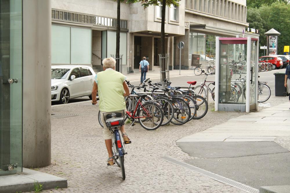 Alles verbaut: Burgplatzzufahrt zur Markgrafenstraße. Foto: Ralf Julke