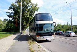 Bus mit den Flüchtlingen nach Heidenau transportiert werden sollten. Foto: Alexander Böhm