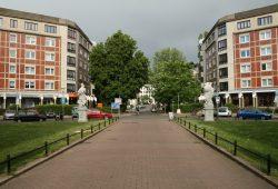 Aufgelockertes Fleckchen im Kolonnadenviertel: Dorotheenplatz mit Blick zur Otto-Schill-Straße. Foto: Ralf Julke