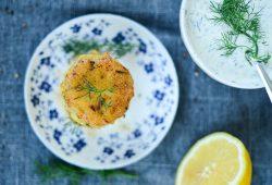 Norwegische Fischküchlein mit Dip. Foto: Maike Klose