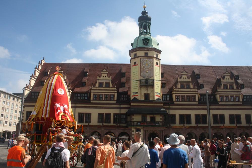 Sein 9. Ratha-Yatra-Wagenfest feierte am Samstag der Leipziger Krishna Tempel. Foto: Ernst-Ulrich Kneitschel