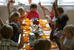 Je kleiner die Kita-Gruppe, umso besser können die Erzieherinnen auf die Bedürfnisse der Kinder eingehen. Foto: Ralf Julke