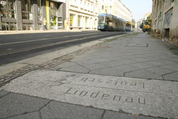 Eindeutige Richuing: Diese Straßenbahn fährt gerade von Leutzsch nach Lindenau. Foto: Ralf Julke