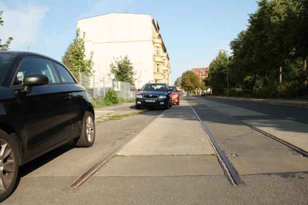 Hermann-Liebmann-Straße: Gleisreste an der Marcusgasse. Foto: Ralf Julke