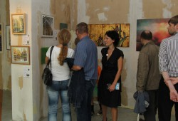 """Auktionsraum in der Axis-Passage zur """"Nacht der Kunst"""" 2014. Foto: NdK Leipzig"""