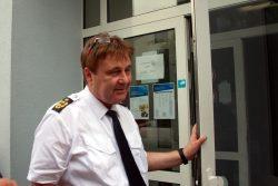 Leipziger Polizeipräsident Bernd Merbitz bei einer kurzen Verhandlungspause. Foto: Alexander Böhm