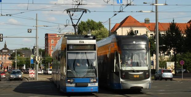 LVB-Straßenbahnen am Augustusplatz. Foto: Ralf Julke