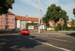 Eigentlich zu eng für alle Wegebeziehungen: Kreuzung Theresienstraße / Delitzscher Straße. Foto: Ralf Julke
