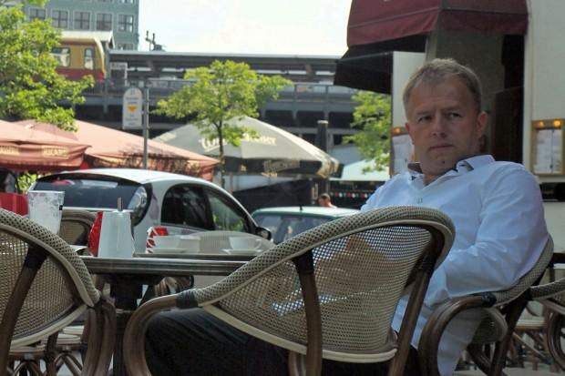 Irgendjemand hat Tino Eisbrenner ein Interview an die Backe geheftet. Foto: Sandy Reichel