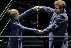 Tristan (Stephen Gould) und Isolde (Evelyn Herlitzius) verschmähen den Liebestrank. Foto: Bayreuther Festspiele / Enrico Nawrath