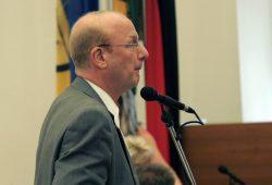 Steffen Wehmann bei einer Wortmeldung im Leipziger Stadtrat. Foto: Sebastian Beyer