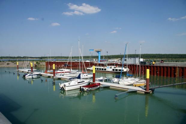 Bisher sind 25 Motorboote für den Zwenkauer See angemeldet. Foto: Matthias Weidemann