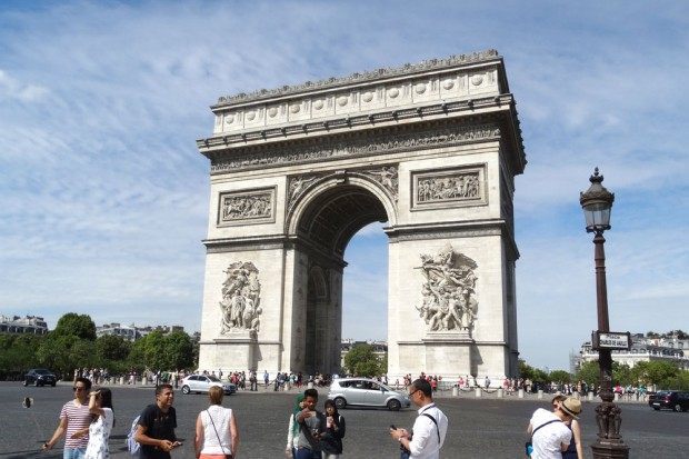 Viele Triumphe in einen Steinbogen gemeißelt - der Arc de Triomphe in Paris. Foto: Patrick Kulow