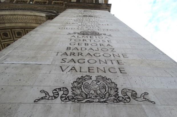 An allen vier Säulen: Schlachtenorte der französischen Armee. Äh, nicht alle. Nur die gewonnenen. Leipzig wurde mit der Völkerschlacht also hier nicht verewigt. Foto: Patrick Kulow