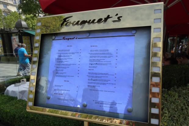"""Ein Blick in die Speisekarte des """"Fouquet's"""". Foto: Patrick Kulow"""