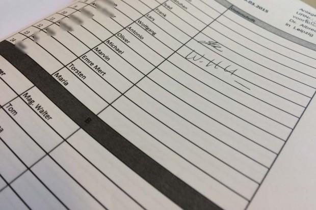 Zwei umfangreiche Mitgliederlisten der Rasenballer können im Amtsgericht eingesehen werden. Foto: Martin Schöler