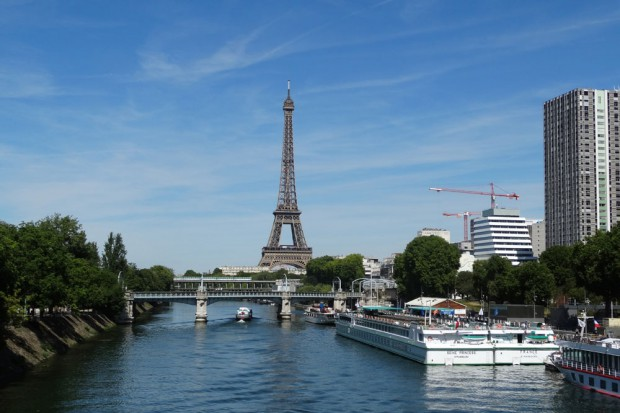 Ein Blick von der Pont de Grenelle zurück zum Eiffelturm. Links die Schwaneninsel. Foto: Patrick Kulow
