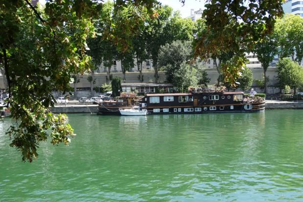 Hausboote am Seine-Ufer. Foto: Patrick Kulow