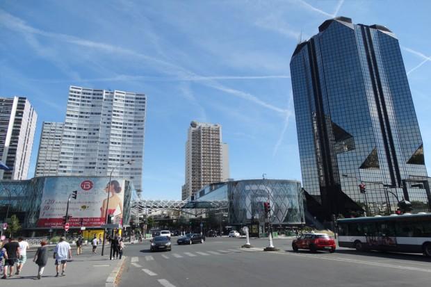"""Auf dem Weg zur RER-Station kommen wir am Shopping-Center """"Beaugrenelle"""" vorbei. Foto: Patrick Kulow"""