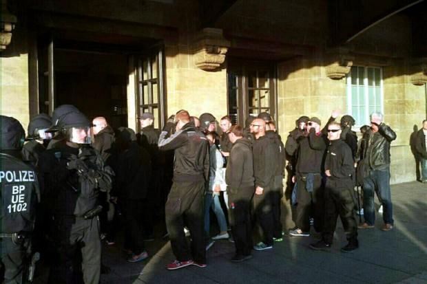 Am Hauptbahnhof Westseite gehts rein. Die Demonstration ist damit abschließend beendet. Foto: L-IZ.de