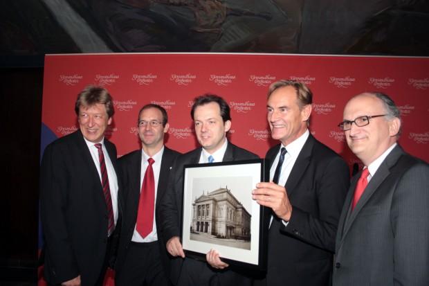 Andris Nelsons wird begrüßt. Foto: Alexander Böhm