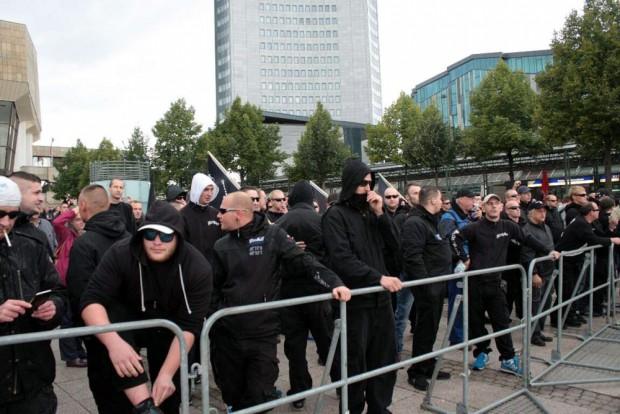 """""""Besorgte Bürger"""" oder eben einfach das bekannte rechte Hooliganklientel bei der """"Offensive für Deutschland"""""""