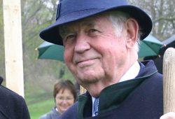 Kurt Biedenkopf, hier bei einer Baumpflanzung in Leipzig. Foto: Ralf Julke