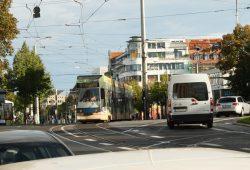 Die Linie 9 am Connewitzer Kreuz. Foto: Ralf Julke