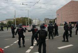 Die Polizeibeamten wurden heute auch zum Ziel der Gegendemonstranten