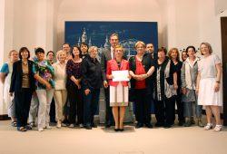 Gruppenbild mit OBM: Unterzeichnung der EU-Charta 2012. Foto: Ralf Julke