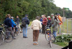 Mit dem Fahrrad kann man die Natur der Auenlandschaft genießen und das vielfach verzweigte ehemalige Flusssystem der Luppe erkunden. Foto: NABU Sachsen