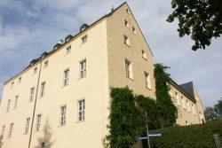 Auf einem Bergsporn über der Wyhra thront das Frohburger Schloss und das einstige Rittergut in der Nachbarschaft. Foto: Karsten Pietsch