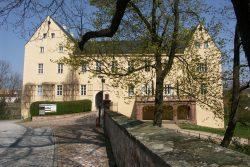 Herrschaftssitz, Wohnungen, Kindergarten, Bibliothek gab es hier einst, Museum Schloss-Café und Musikschule sorgen heute für Leben im Schloss! Foto: Karsten Pietsch
