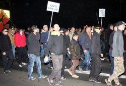 Keine Gewalt bei Legida. NPD-Stadtrat Enrico Böhm marschiert. Foto: L-IZ.de